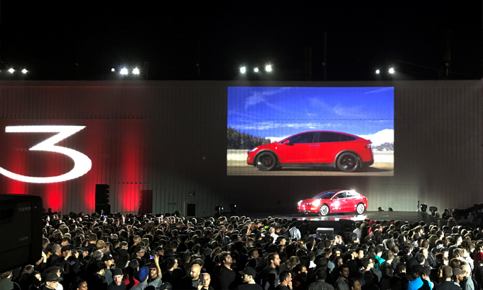 Tesla begins to deliver model for the masses