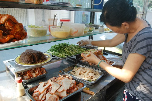 for-the-top-5-banh-mi-in-saigon-follow-the-locals-4