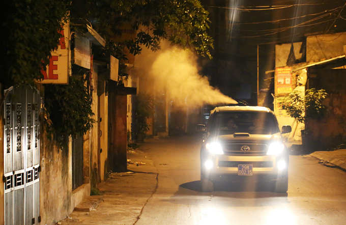 mosquito-warrior-fights-dengue-fever-through-the-night-in-hanoi-3
