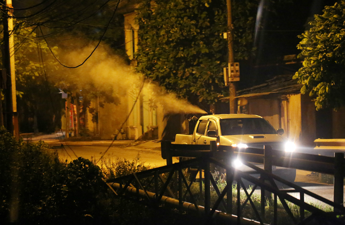 mosquito-warrior-fights-dengue-fever-through-the-night-in-hanoi-5