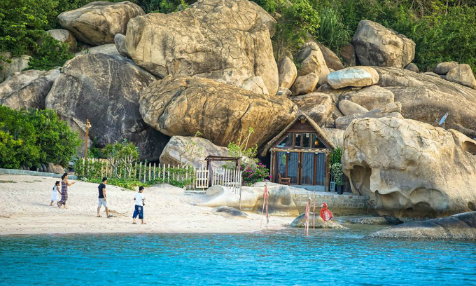 giant-birds-nests-offer-the-perfect-place-to-roost-by-the-sea-in-central-vietnam-6