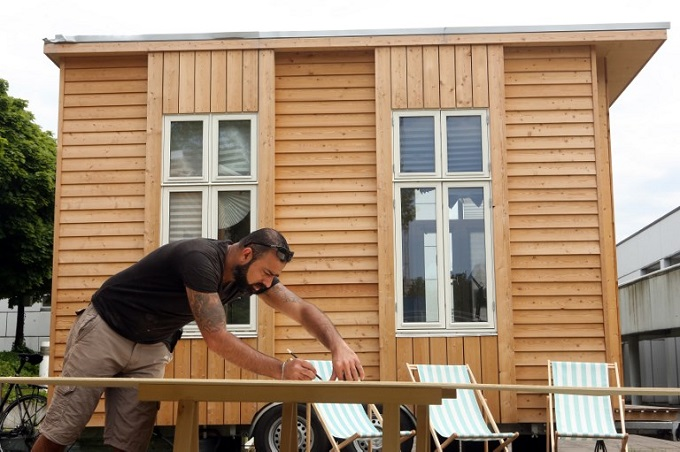 architects-refugees-team-up-on-tiny-houses-in-berlin-1