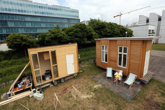 Architects, refugees team up on tiny houses in Berlin