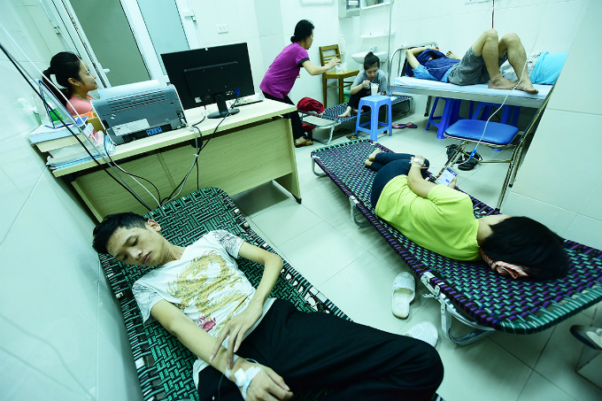 dengue-outbreak-forces-hanoi-hospitals-to-cram-in-patients-5