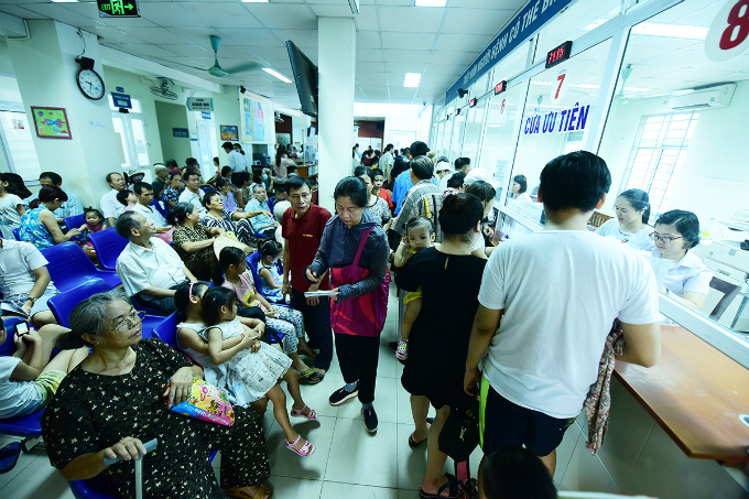 dengue-outbreak-forces-hanoi-hospitals-to-cram-in-patients-8