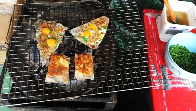 take-a-bite-out-of-saigons-sizzling-22-cent-pizza-1