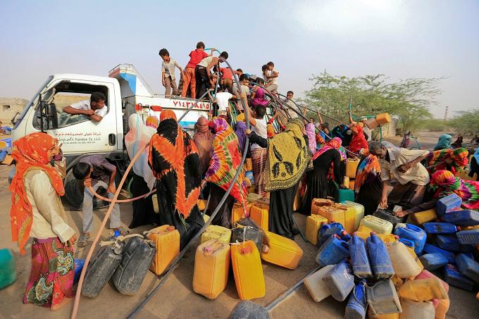 Smugglers push migrants into sea off Yemen, killing 29