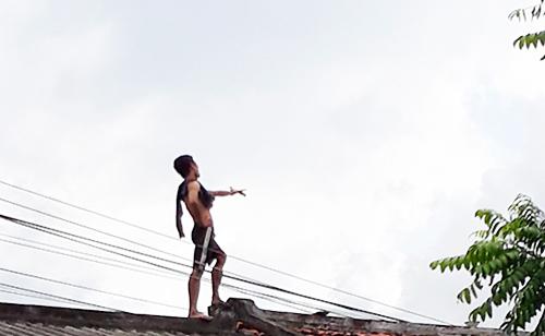 Man turns rooftop into dance floor in southern Vietnam