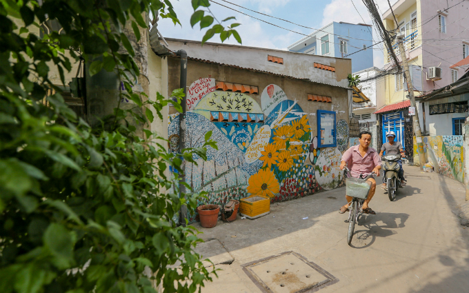 murals-bathe-saigon-alleys-with-a-splash-of-color-2