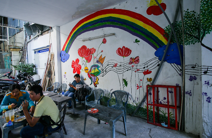 murals-bathe-saigon-alleys-with-a-splash-of-color-7
