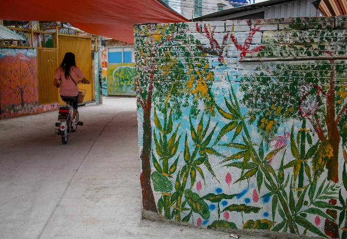 murals-bathe-saigon-alleys-with-a-splash-of-color-4