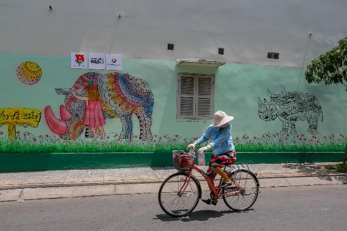 murals-bathe-saigon-alleys-with-a-splash-of-color-8