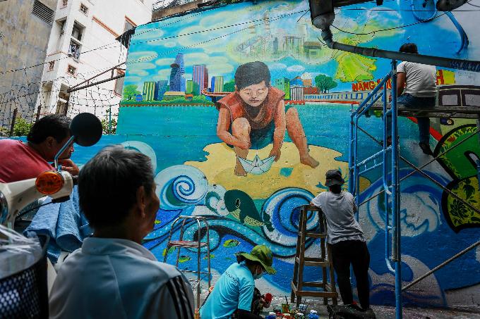 murals-bathe-saigon-alleys-with-a-splash-of-color-9