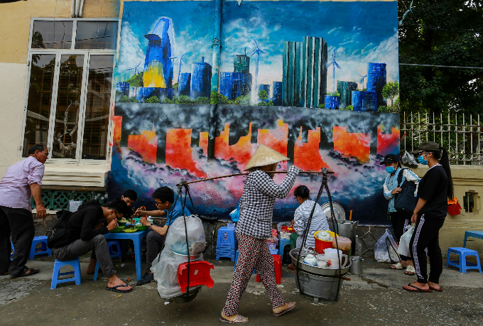 murals-bathe-saigon-alleys-with-a-splash-of-color-13