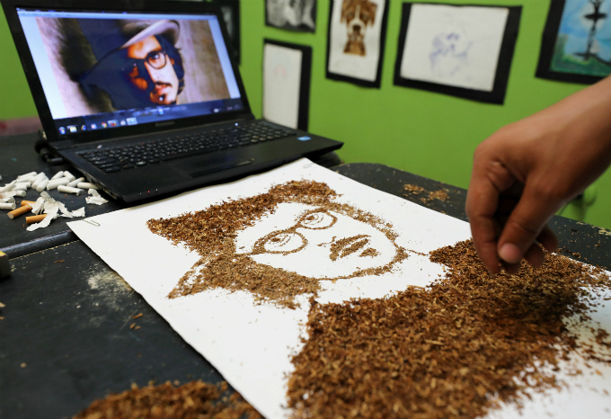 Egyptian artist creates portraits out of burnt tobacco