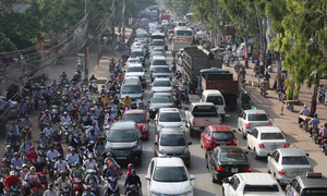 Hanoi bans cabs and cars from traffic hotspots during rush hour