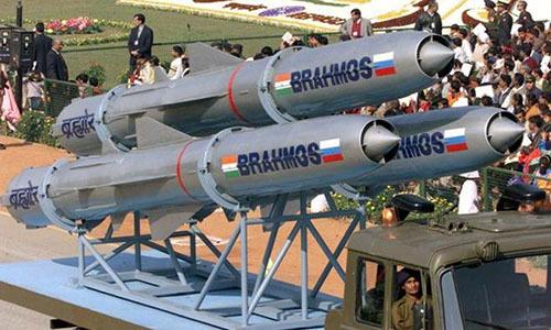 Vietnam hails burgeoning defense ties with India