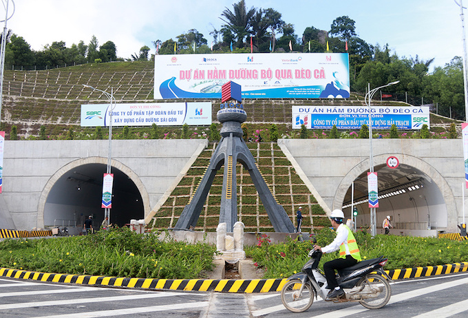 vietnam-set-to-open-new-tunnel-through-mountain-pass-to-reduce-crashes
