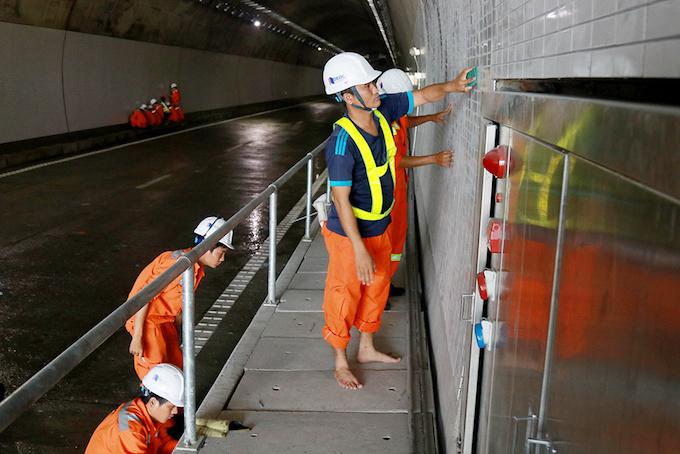 vietnam-set-to-open-new-tunnel-through-mountain-pass-to-reduce-crashes-6