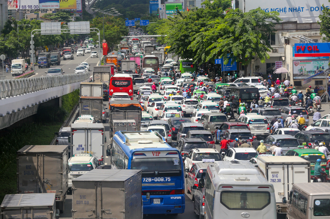 overpass-fails-to-overcome-gridlock-alert-near-saigon-airport