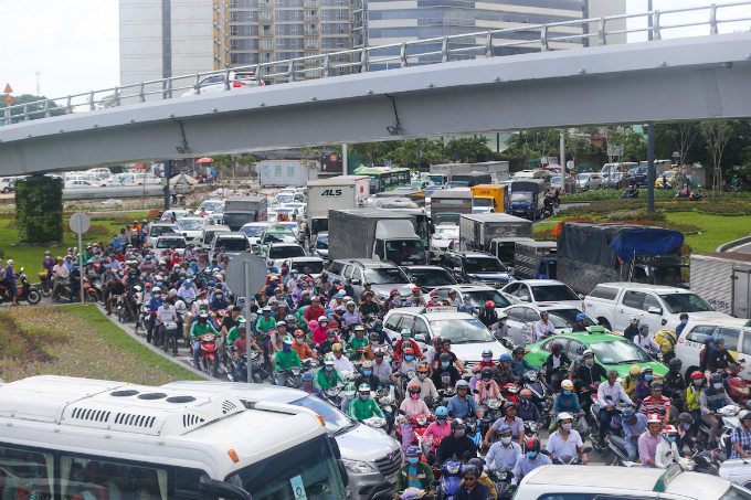 overpass-fails-to-overcome-gridlock-alert-near-saigon-airport-1