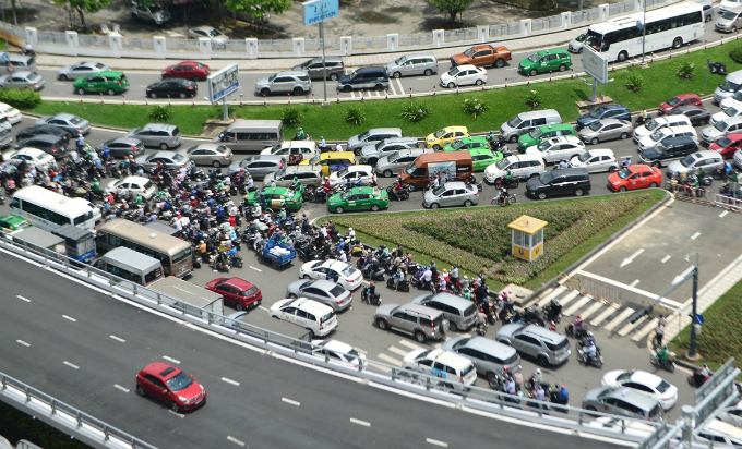 overpass-fails-to-overcome-gridlock-alert-near-saigon-airport-2
