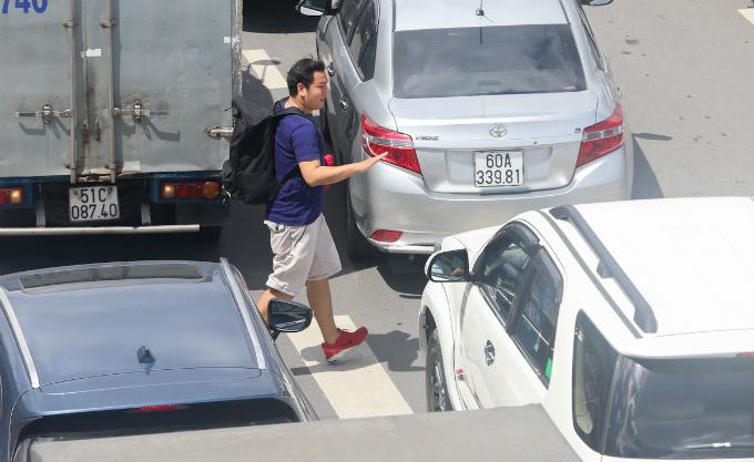 overpass-fails-to-overcome-gridlock-alert-near-saigon-airport-4