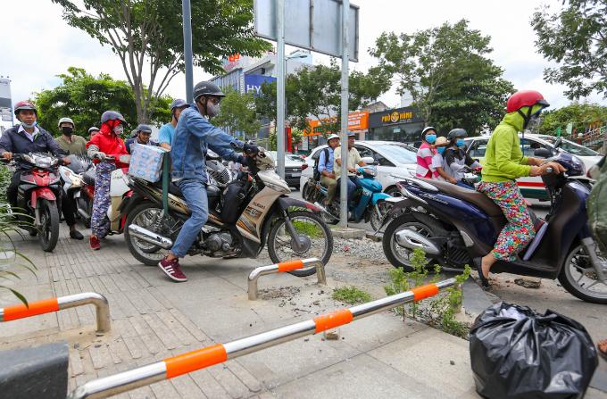 overpass-fails-to-overcome-gridlock-alert-near-saigon-airport-6