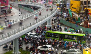 The jamming debate: How to unclog streets in Hanoi and Saigon?