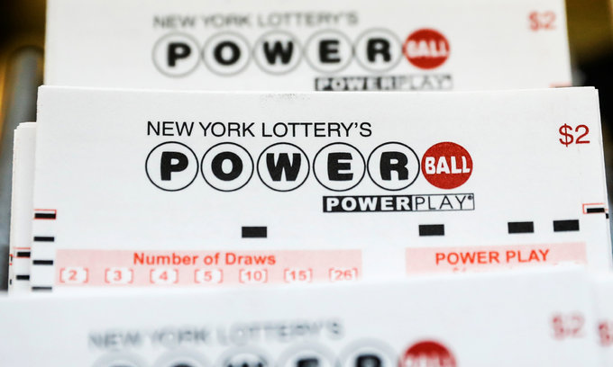 Mother wins $758.7 mln in record single US jackpot, quits job