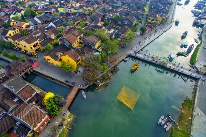 The ancient town in central Vietnam steals its visitors hearts with a calm and genuine atmosphere that naturally flows through lines of rustic yellow houses standing humbly side by side, challenging a rapidly changing world.