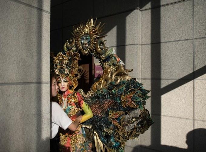 naked-models-become-living-art-at-s-korea-festival-2