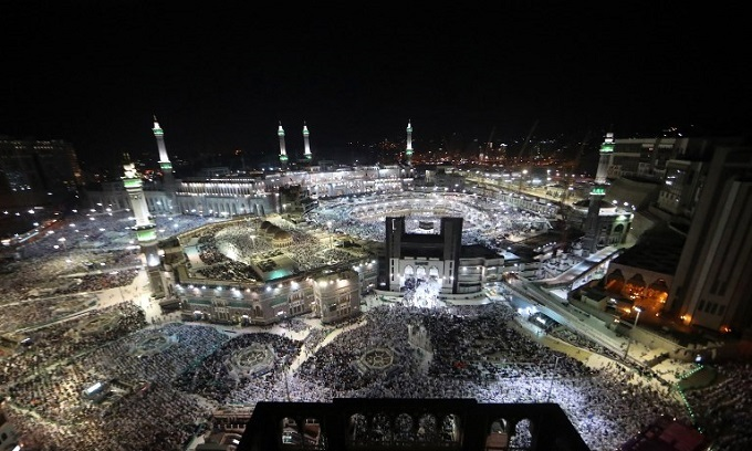 Two million pilgrims converge on Mecca for the hajj