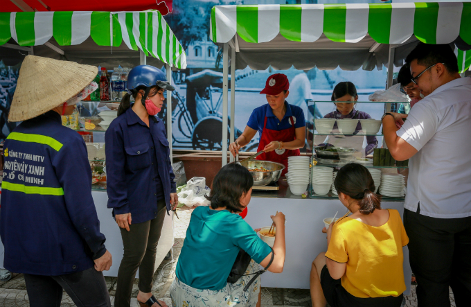 saigons-much-anticipated-first-street-food-zone-opens-for-business-1