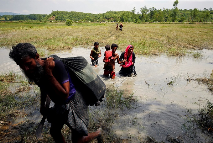 myanmar-army-battles-rohingya-insurgents-thousands-flee