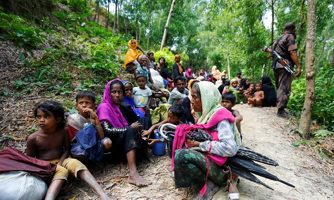 Myanmar army battles Rohingya insurgents; thousands flee