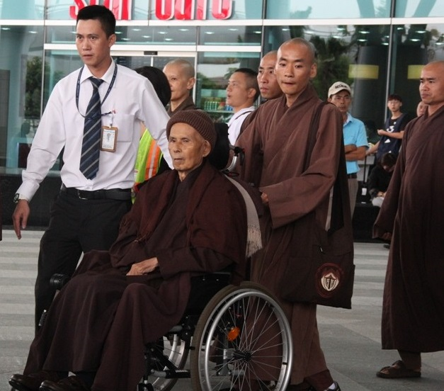 famed-zen-master-thich-nhat-hanh-returns-to-vietnam