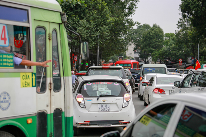 congestion-hits-saigon-and-hanoi-again-as-migrants-go-home-for-national-day