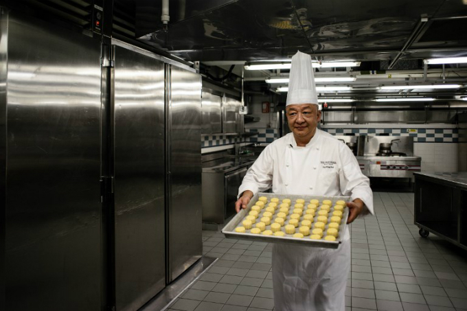 chef Yip Wing-wah prepares to oven-bake his signature spring moon mini egg custard mooncakes at Hong Kongs famous colonial era Peninsula Hotel. Photo by AFP/Anthony Wallace