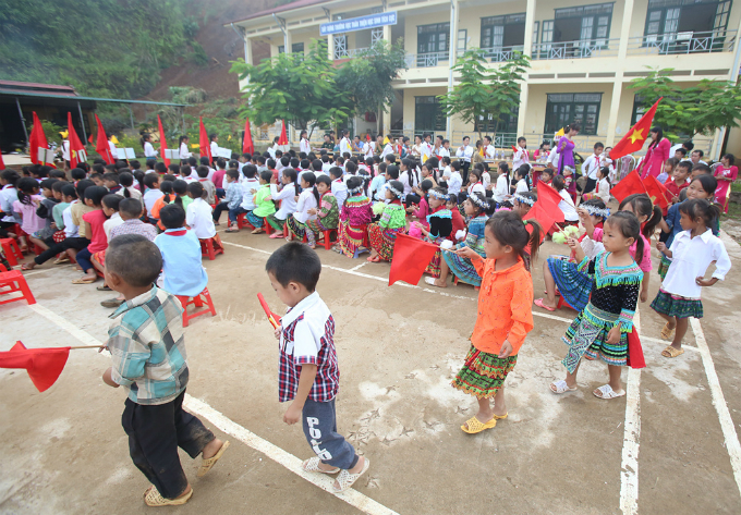 perilous-river-crossing-makes-first-day-at-school-nerve-racking-in-northern-vietnam-7
