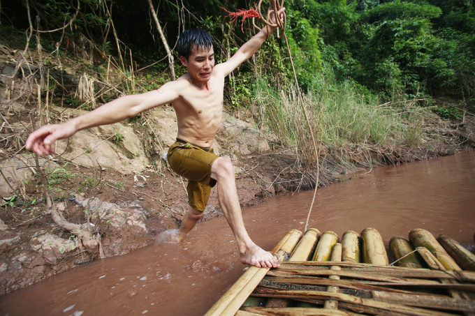 perilous-river-crossing-makes-first-day-at-school-nerve-racking-in-northern-vietnam-1