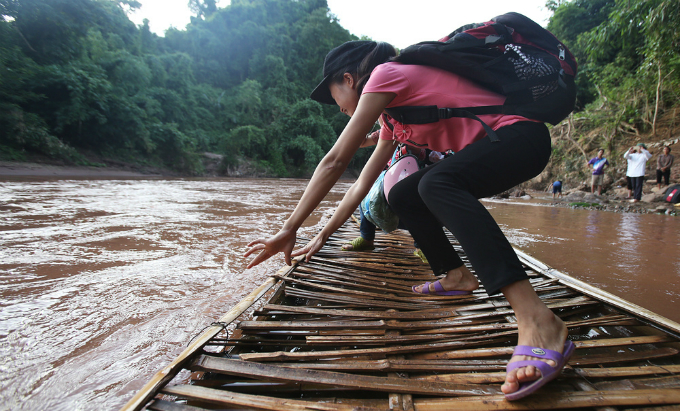 perilous-river-crossing-makes-first-day-at-school-nerve-racking-in-northern-vietnam-3