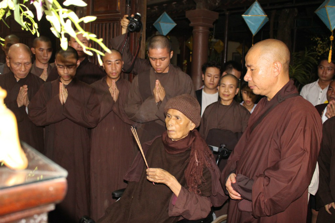 revered-zen-master-thich-nhat-hanh-leaves-vietnam-after-one-week-visit
