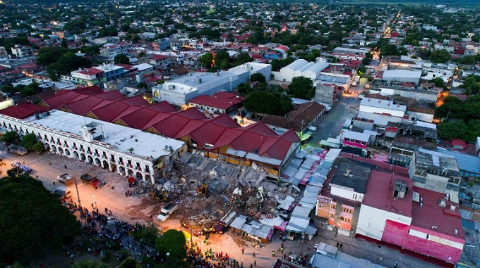 Race to rescue survivors from ruins of Mexico quake