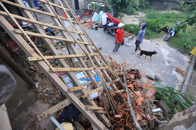 in-central-vietnam-life-after-doksuri-means-making-peace-with-the-brokenpieces-8