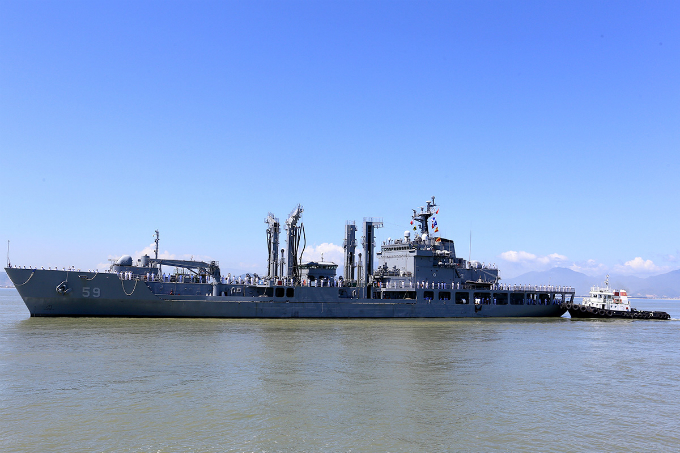 two-skorean-naval-ships-start-four-day-visit-in-central-vietnam