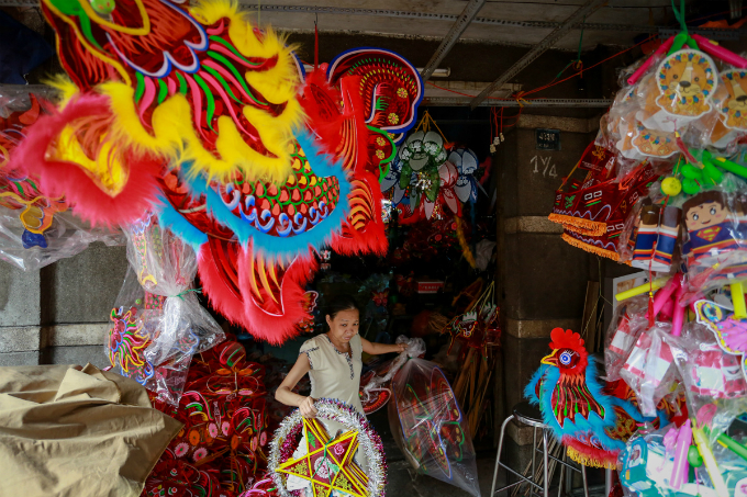 craft-artists-ready-to-paint-saigon-in-festival-colors