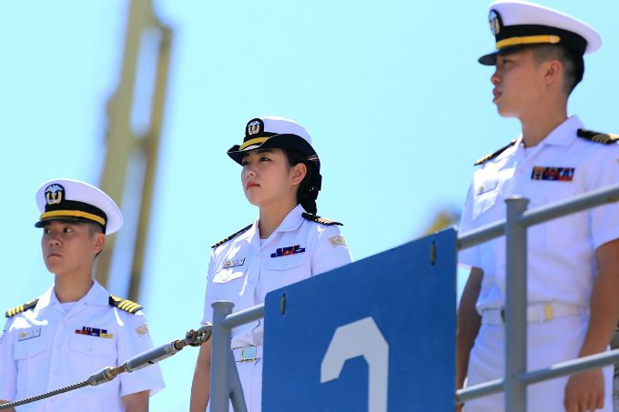 two-skorean-naval-ships-start-four-day-visit-in-central-vietnam-2