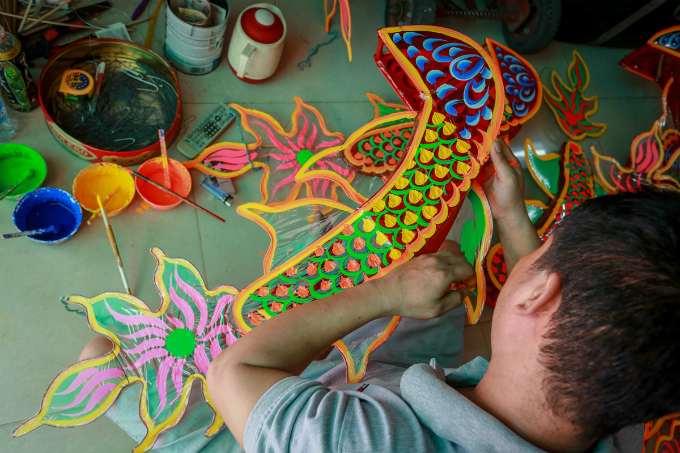craft-artists-ready-to-paint-saigon-in-festival-colors-4