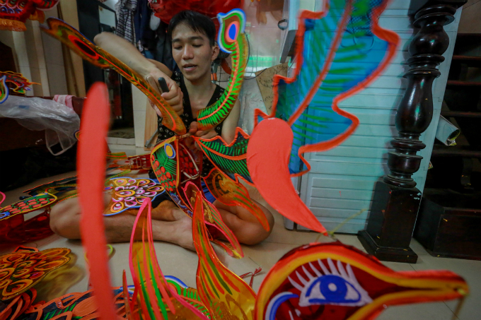 craft-artists-ready-to-paint-saigon-in-festival-colors-5